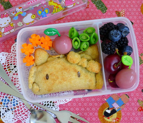 Hello Kitty Calzone Bento by sherimiya ♥