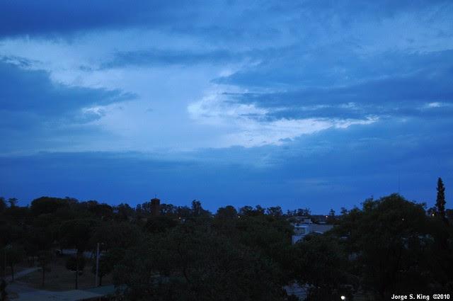 Atardecer nublado
