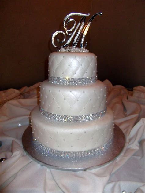 Best 25  Bling wedding cakes ideas on Pinterest   Scroll