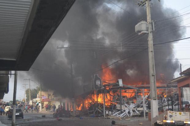Incêndio atinge loja que vende fogos de artifício e deixa 17 feridos em Taquari Rivail Teixeira/Jornal O Fato Novo/Especial