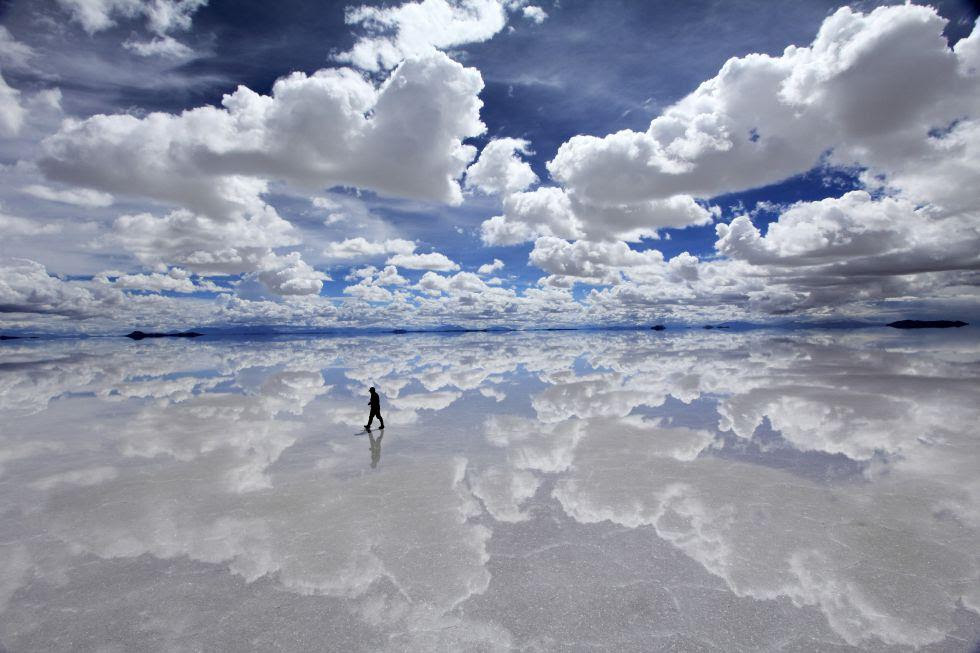 uyuni salt flats reflection clouds