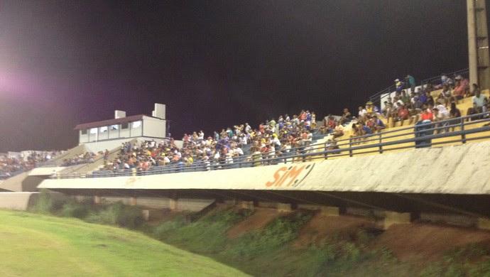 Torcida no estádio Nilton Santos (Foto: Edson Reis/GloboEsporte.com)