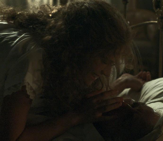 Em uma das noites de amor entre Isabel e o Marquês, seu marido acabou falecendo, para a felicidade da jovem (Foto: TV Globo)