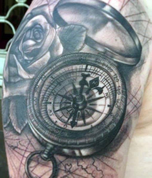 Tatuagens de rosa de bússola