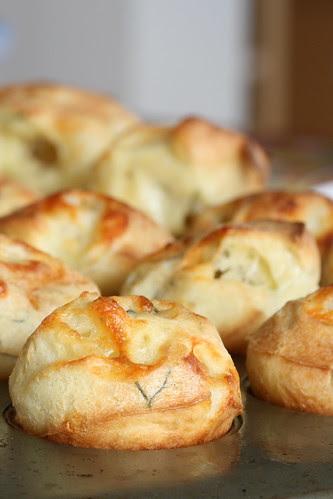 Cheesy popovers / Väikesed juustukohrud
