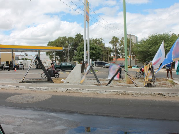 Propagandas não podem atrapalhar trânsito nem pedestres (Foto: Amanda Franco/ G1)