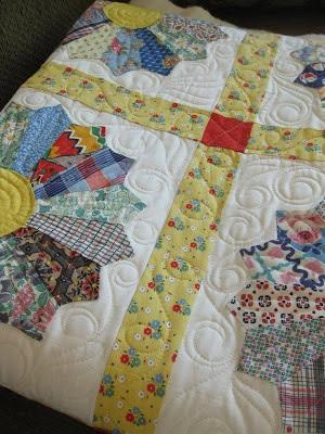 alipyper: Grandma Lavelles Dresden Plate Quilt