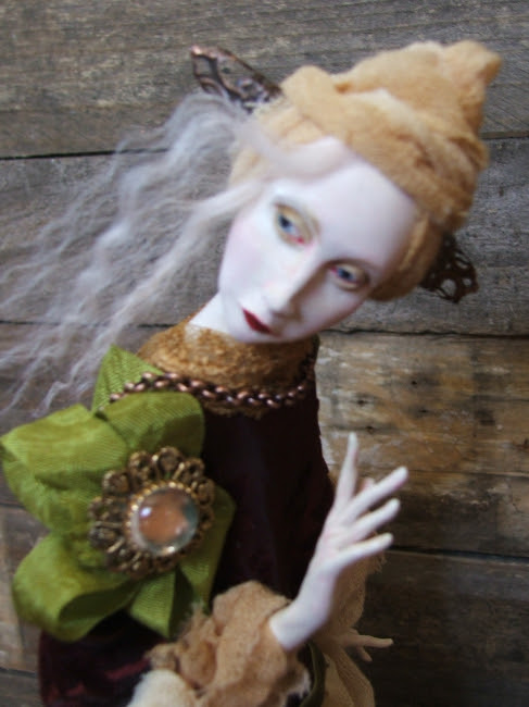 CDHM Gallery of Nefer Kane sculpting art dolls from polymer clay or Premix clay with a flair to the magical doll art for the doll industry and Vcollectors