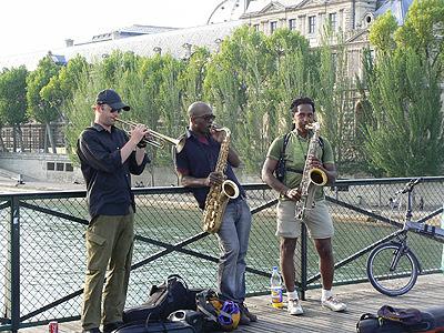 musiciens sur le POnt des Arts.jpg