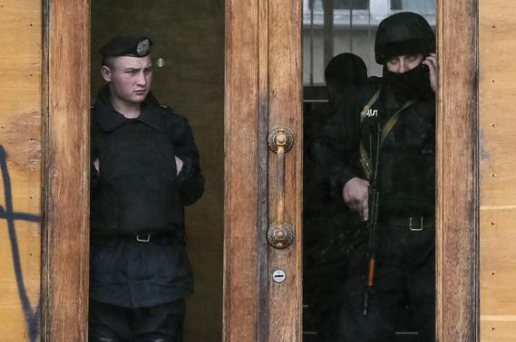 Police stand guard inside a regional government building at the Black Sea port of Odessa May 5, 2014. REUTERS-Gleb Garanich