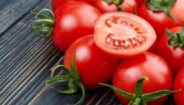 Το Πανέξυπνο Κόλπο που θα Κάνει τις Ντομάτες σας να μην Χαλάνε!