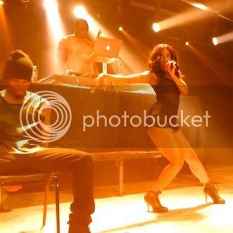Sevyn Streeter covers Beyoncé's 'Drunk In Love' live on stage...