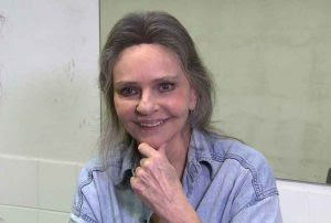 Angela Ro Ro abandona show acusada de racismo e homofobia em festival no Ceará