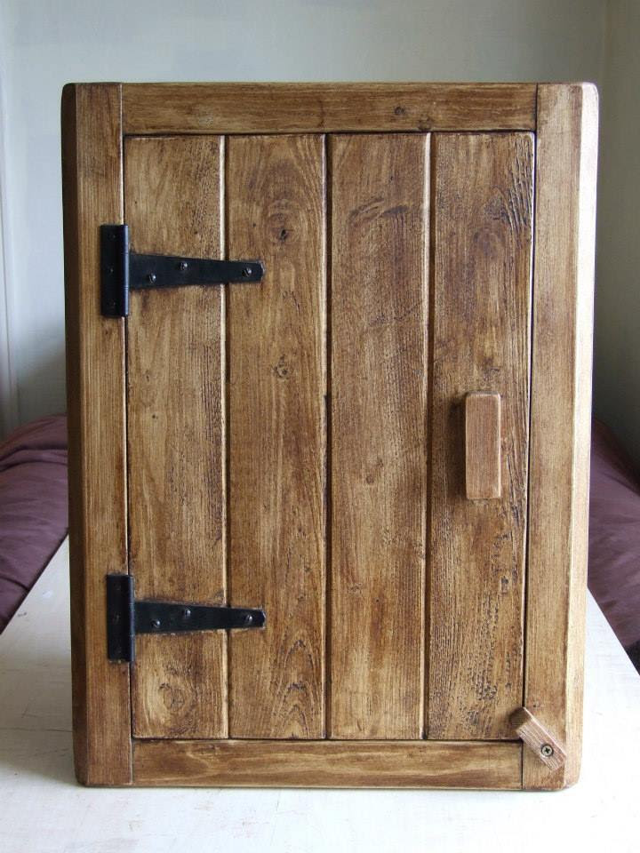 COTTAGE STYLE ANTIQUE SOLID WOOD CORNER WALL CUPBOARD ...