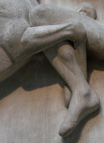 knees locked metope