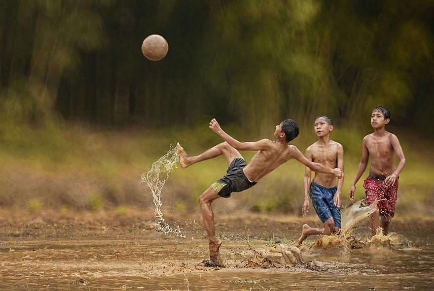 Foto Kehidupan Sehari-hari di Pedesaan 10