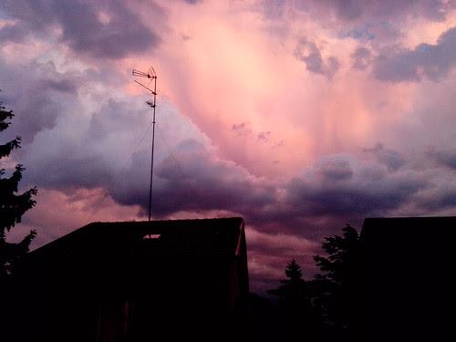 Le nuvole dipinte alla sera by Ylbert Durishti