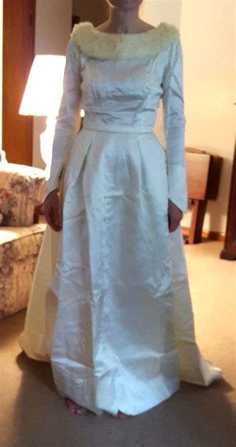 Whitening a Yellowed Wedding Dress   ThriftyFun