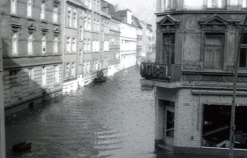 File:Hamburg Sturmflut 022.jpg