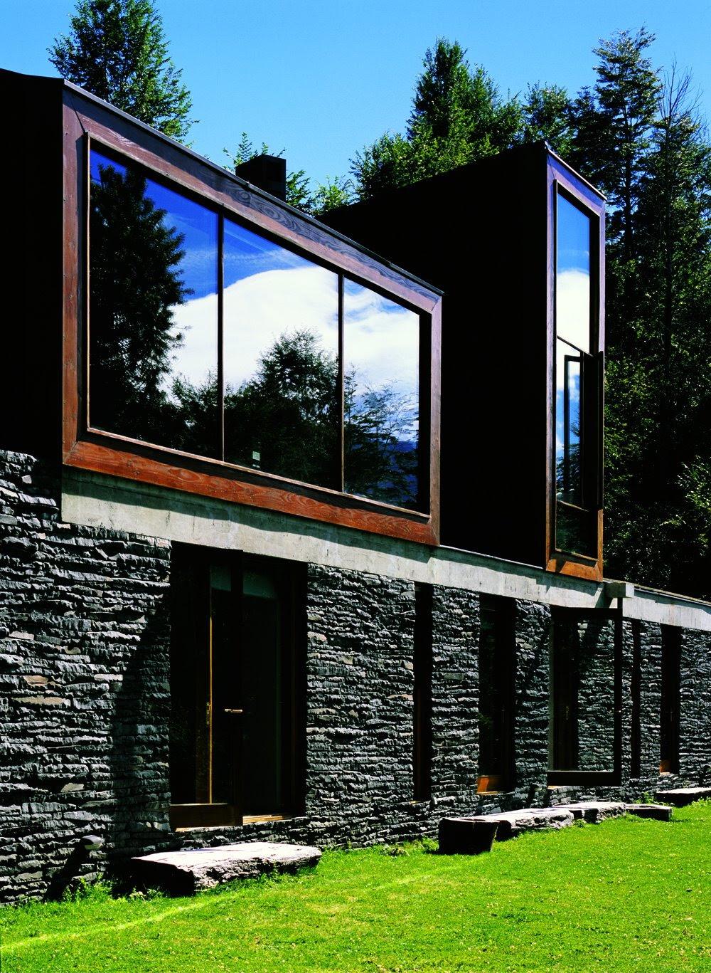 Casa lago pirehueico alejandro aravena tecno haus for Alejandro aravena arquitecto