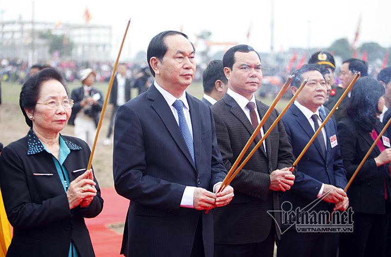 Chủ tịch nước lái máy cày trong lễ Tịch điền