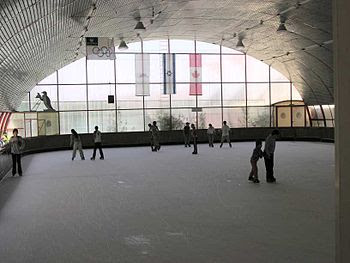 English: Ice skating in the Canada Centre, Met...