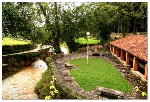 el río, el puente, el lavadero y la fuente