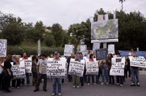 """Malagrotta, barricate dei residenti """"Ingresso bloccato, no alla discarica"""""""