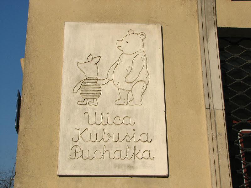 h πρώτη έκδοση του βιβλίου Winnie The Pooh ( Γουίνι το αρκουδάκι) είναι το δώρο του Πρίγκιπα Χάρι στον Πρίγκιπα Λούις για την βάπτισή του