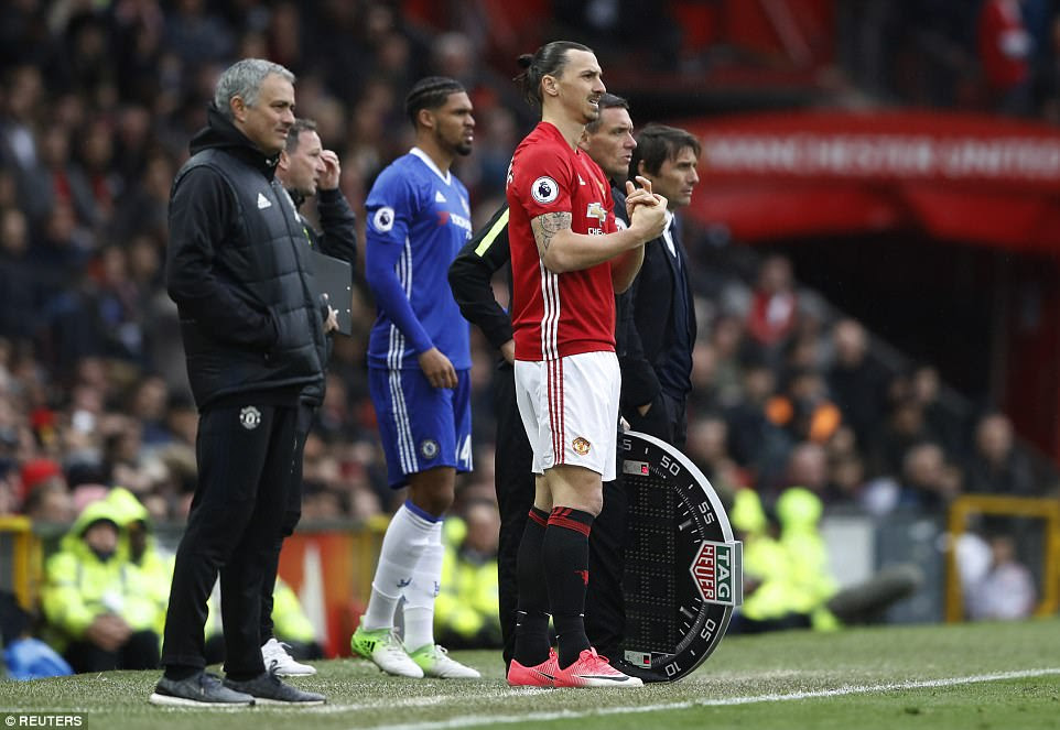 Ibrahimovic did eventually make it onto the pitch as Mourinho looked to keep hold of the lead in the final 10 minutes
