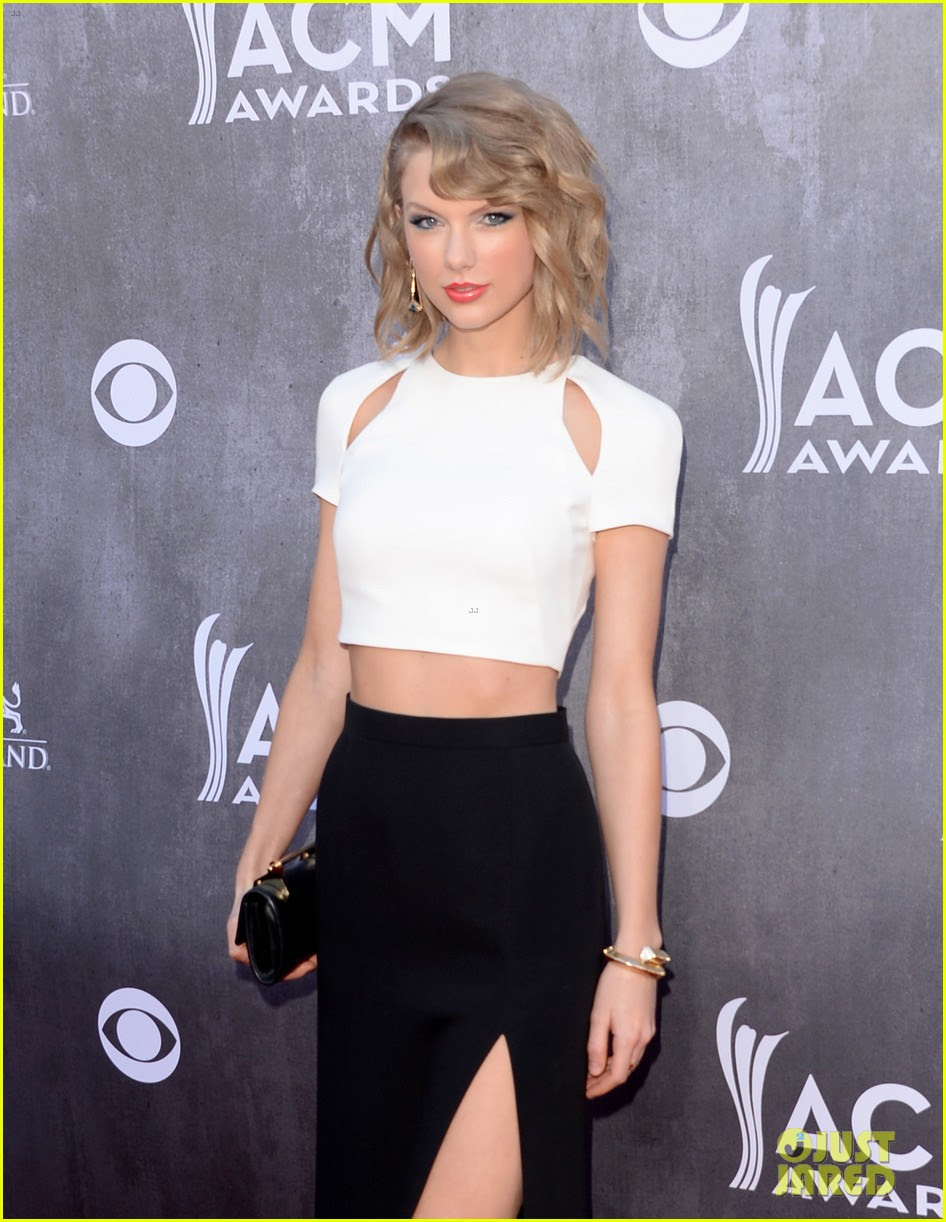 Taylor Swift Serves Up Some Skin at ACM Awards 2014 ...