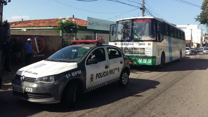 RN bala confusão trânsito Alecrim (Foto: Diogenes Baracho/Divulgação)