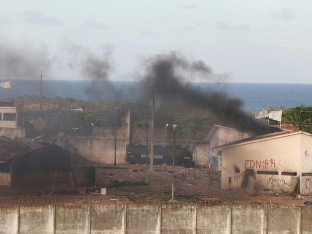 19/10: BP Choque entra em Alcaçuz (Foto: Elias Medeiros)
