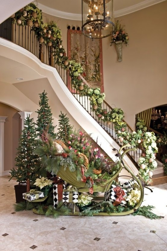 23 Welcoming And Cozy Christmas Entryway Décor Ideas  DigsDigs