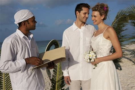 Best 20  Wedding officiant script ideas on Pinterest?no