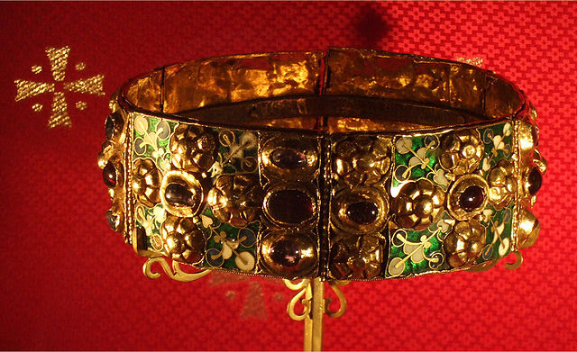 http://en.wikipedia.org/wiki/File:Iron_Crown.JPG