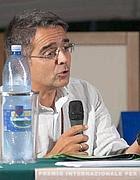 Il preside Raffaele Perrelli, che ha denunciato la truffa