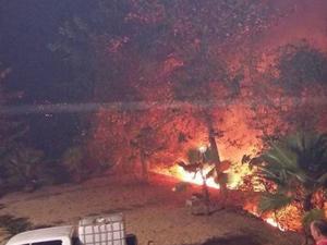 Fogo atingiu parte da vegetação das proximidades do Balneário da Bica do Ipu (Foto: Soraya Mororo Sol/Facebook)