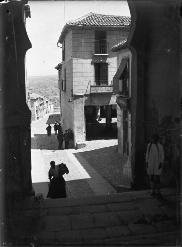 Posada y Arco de la Sangre en los años 20. Fotografía de Otto Wünderlich. © Fototeca del Patrimonio Histórico