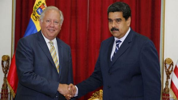 Thomas Shannon, en su último viaje a Caracas, junto a Nicolás Maduro