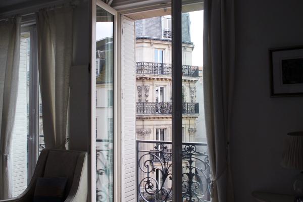 paris-apartment-terrace-view