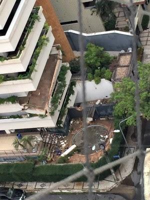 Varanda de prédio no Meireles desaba na tarde desta segunda-feira (2) (Foto: Luíza Bezerra/Arquivo Pessoal)