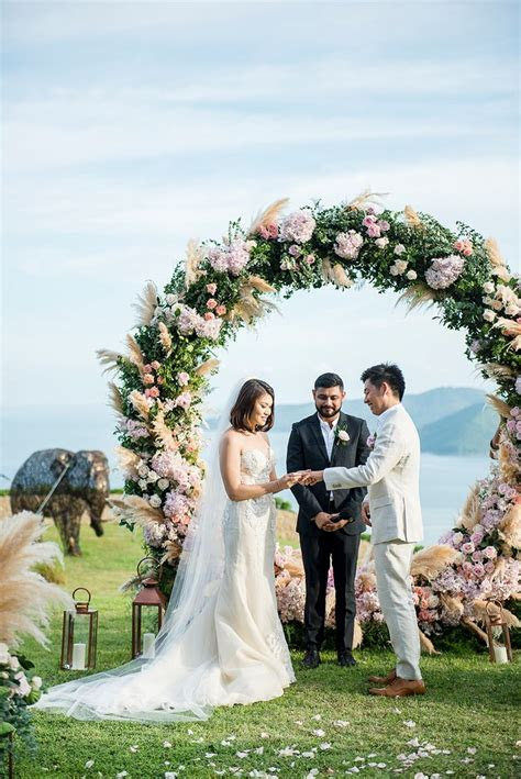 Circular Floral Arches: Why Your Wedding Ceremony Needs