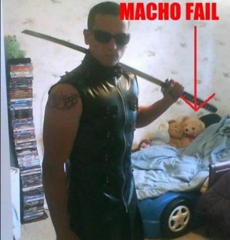 'Machão' que se deu mal em foto na web (Foto: EpicFail.com)