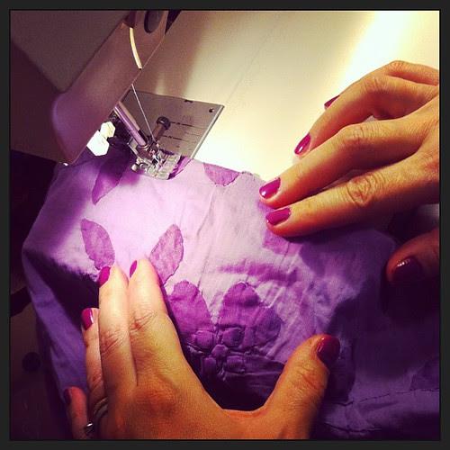 Sewing curtains for the girls' room:) Cucendo tende per la stanza delle ragazze :)