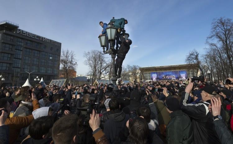 Участники протеста 26 марта в Москве. Фото AP/Scanpix