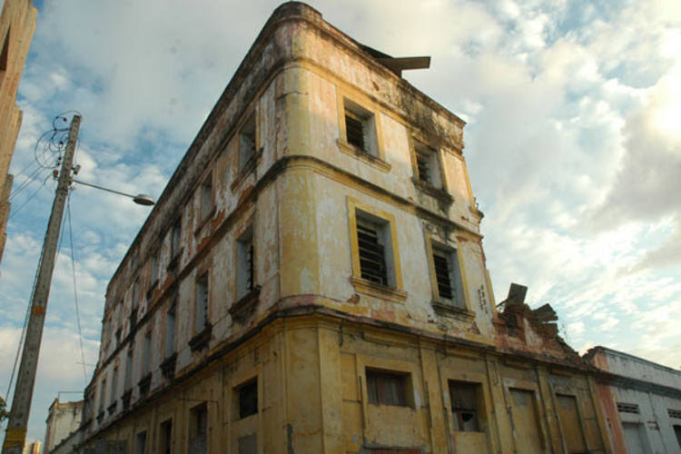 Resultado de imagem para edificios antigos rn