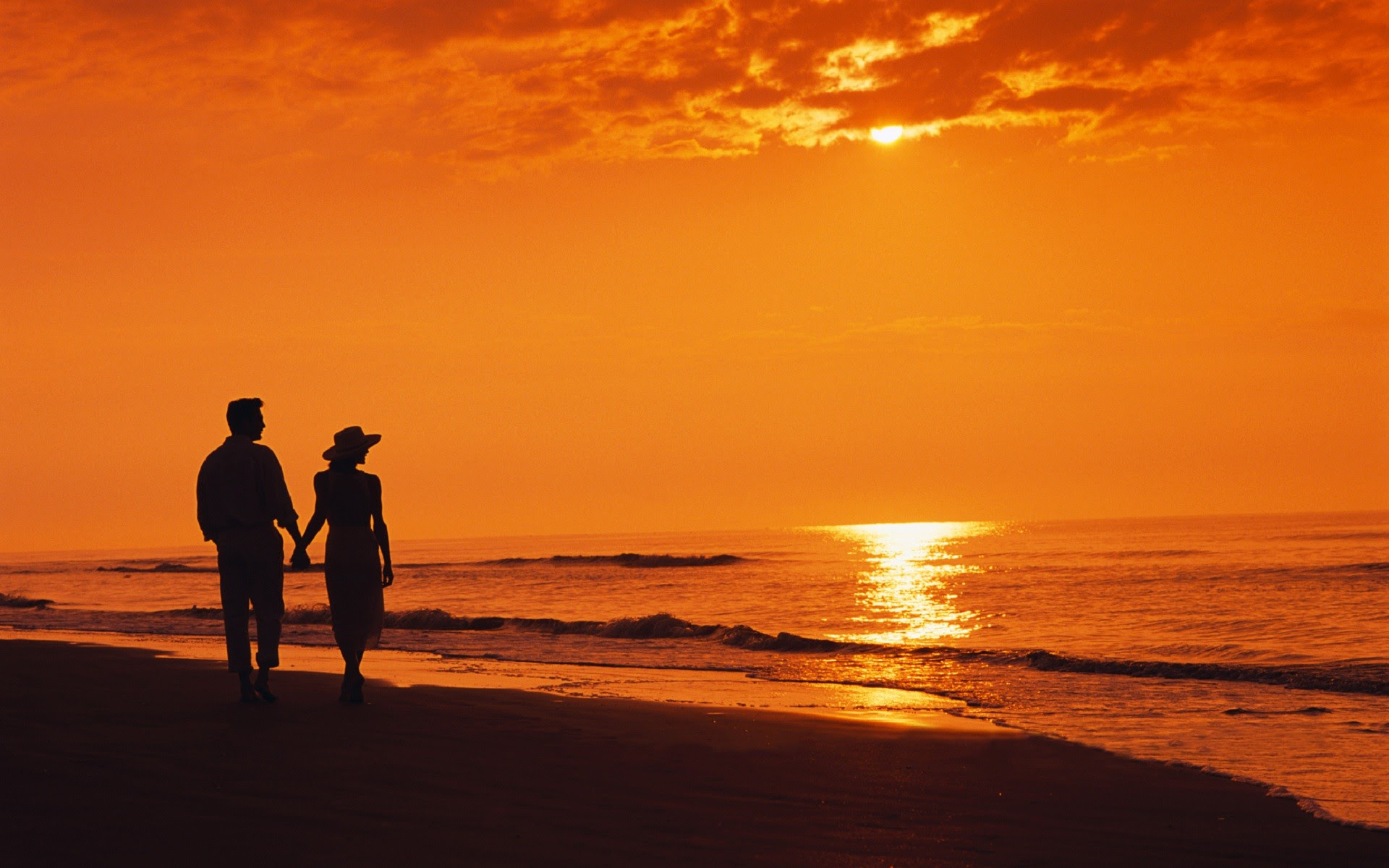 105+ Romantic Couple On Beach Wallpaper Terbaru
