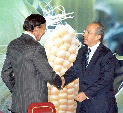 El presidente Felipe Calderón Hinojosa y el dueño de Maseca, Roberto González Barrera, luego de la reunión