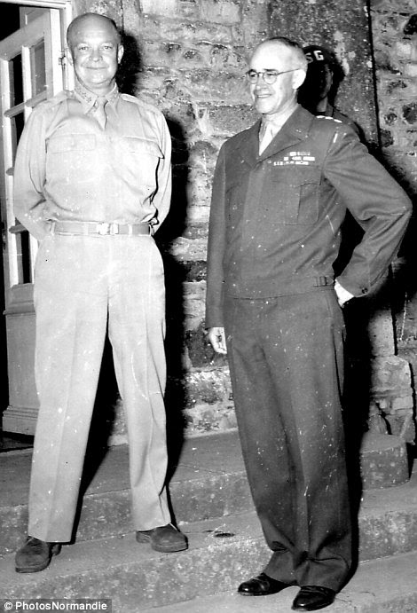 U.S. Generals Eisenhower and Bradley on the front stairs of Ch teau des Mares (west of Saint-Sauveur-Lendelin).